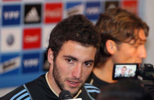 伊瓜因亲口确认与皇马续约 望助阿根廷进决赛