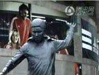 32强探营-视频:探访本菲卡主场 竖黑豹铜像