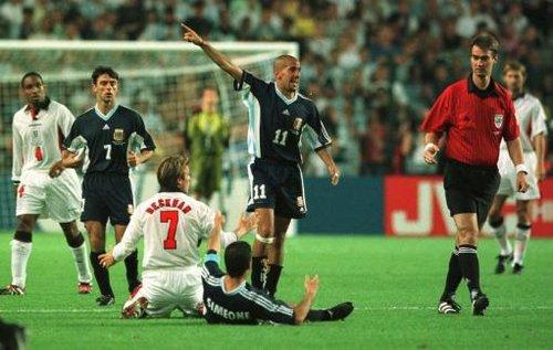 球场损耗人品早有先例 英格兰阿根廷8年轮回