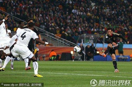 2010世界杯D组末轮:德国中场厄齐尔远射得分多角度回放
