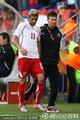 图文:智利1-0瑞士 贝赫拉米肘击吃红牌(7)