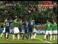 视频:墨西哥任意球 马科斯阿比达尔大打出手
