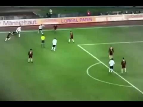 视频:2010南非世界杯期待之星 头球王克洛泽