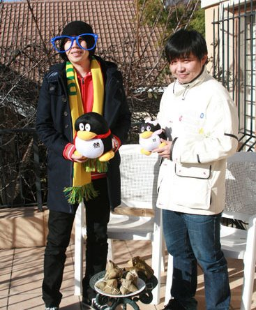 水木年华探访腾讯驻地 与记者过端午温馨唱歌