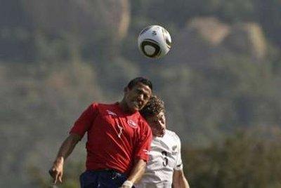 图文:热身赛智利VS新西兰 双方争顶