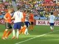 视频:日本超远任意球传中 荷兰后防奋力解围