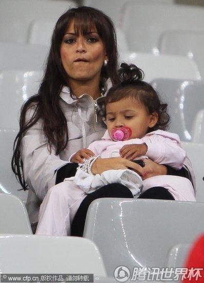 2010世界杯C组次轮:英格兰Vs阿尔及利亚 格伦-约翰逊妻女现身