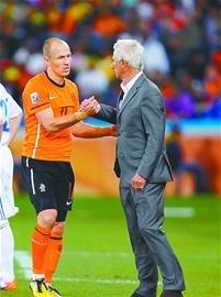 济南时报:阿根廷争议性赢球 荷兰胜斯洛伐克