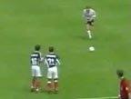 视频:米哈伊洛维奇解围失误 大师任意球乌龙