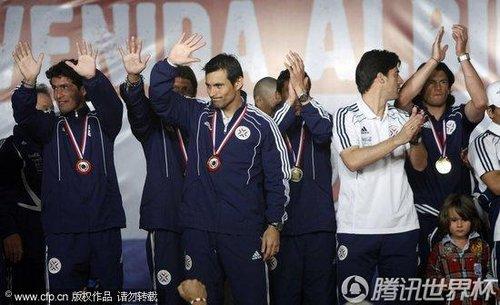 2010世界杯:巴拉圭载誉回国 虽败犹荣受总统接见