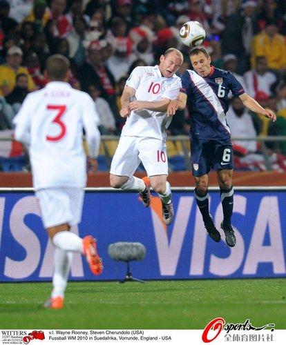 图文:英格兰VS美国 鲁尼与切伦多洛争顶