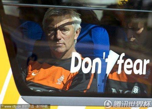 """2010世界杯决赛前瞻:荷兰训练备战 斯内德""""开小差""""独会球迷"""