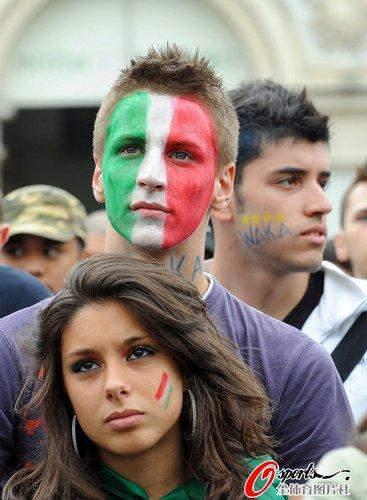 图文:世界杯女球迷的笑与泪(26)