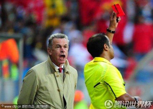 2010世界杯小组赛H组次轮:瑞士中场贝赫拉米肘击被红牌罚下