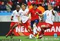 图文:智利1-0瑞士 贝赫拉米肘击吃红牌(5)