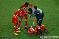 加纳队员受伤倒地