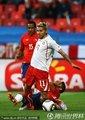 图文:智利1-0瑞士 贝赫拉米肘击吃红牌(4)