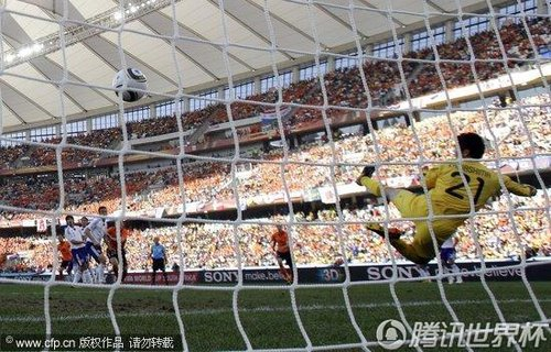 2010世界杯E组次轮:荷兰中场斯内德远射得分多角度回放