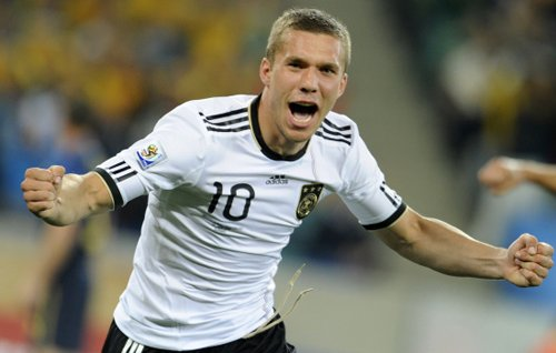 德甲侏儒=德国队巨人 波多尔斯基威力提升6倍