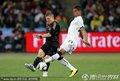 图文:加纳0-1德国 双方球员激烈拼抢