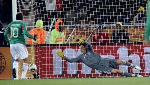 图文:法国VS墨西哥 布兰科点球命中死角