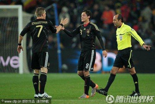 2010世界杯D组末轮:加纳0-1德国 双方携手晋级