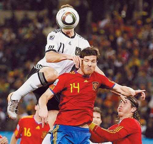 中国青年报:德国球迷在悲凉中接受败局