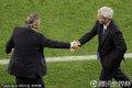 双方教练握手