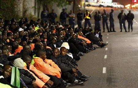 南非千人德班球场大罢工 抗议世界杯组委会