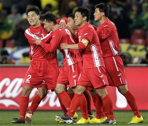 德国朝鲜拯救世界杯 谁说首轮只有嗡嗡嗡嗡声