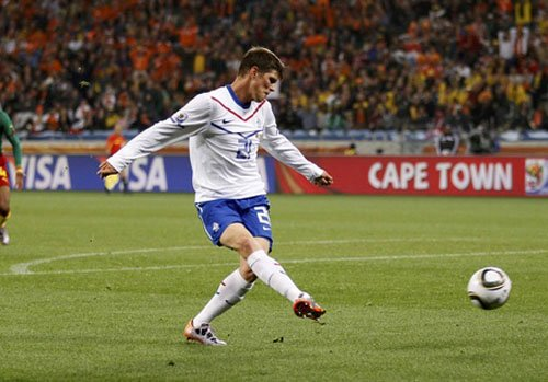 荷兰替补席杀出幸运星 AC米兰的荣耀他来捍卫