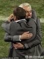 荷兰队教练拥抱