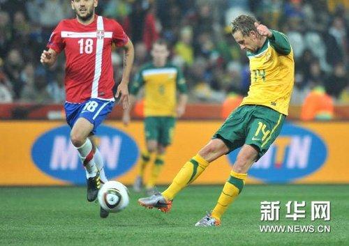 澳大利亚2-1击败塞尔维亚 补时手球将成焦点