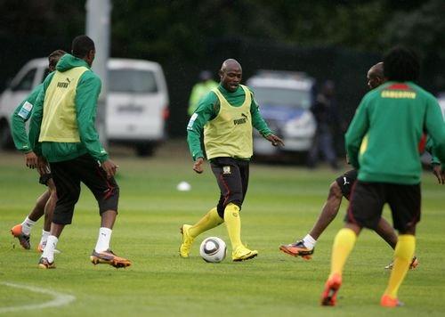 分位置训练结束后,喀麦隆队开始半场攻防练习
