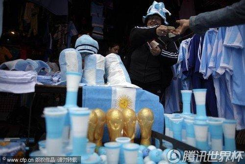 2010世界杯B组:阿根廷当地球迷各种方式为球队加油