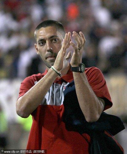 图文:热身赛捷克4-2美国 邓普西向球迷致谢