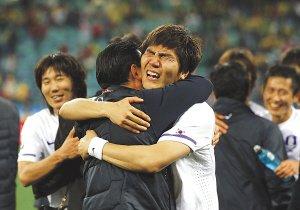 扬子晚报:韩国小组第二出线 创亚洲新纪录