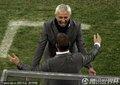 荷兰队教练组拥抱庆祝