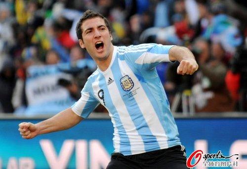 最佳球员:伊瓜因帽子戏法 助阿根廷大胜