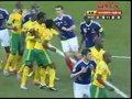 视频:里贝里任意球似传似射 南非门奋力托出