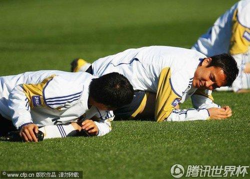 2010世界杯E组次轮前瞻 日本训练备战 稻本润一 欺负 队友