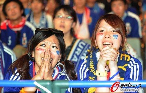 图文:世界杯女球迷的笑与泪(22)