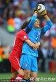 图文:德国0-1塞尔维亚 熊抱队友
