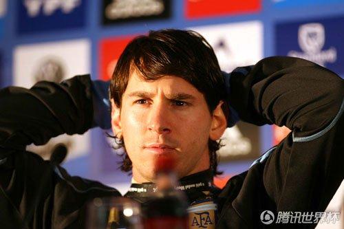 梅西已成真正10号 肯佩斯马拉多纳也是这号码