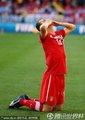 图文:德国0-1塞尔维亚 约万跪地亲吻苍天