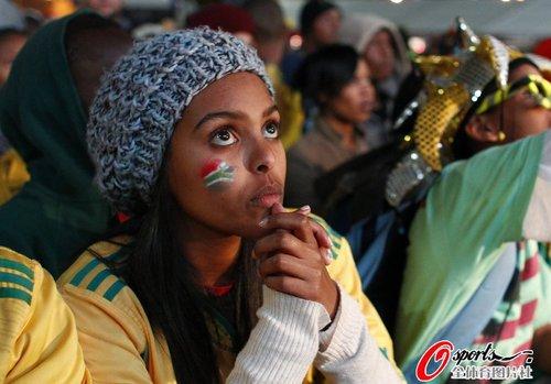 图文:世界杯女球迷的笑与泪(2)