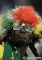 """图文:法国VS乌拉圭 南非球迷""""冷酷到底"""""""