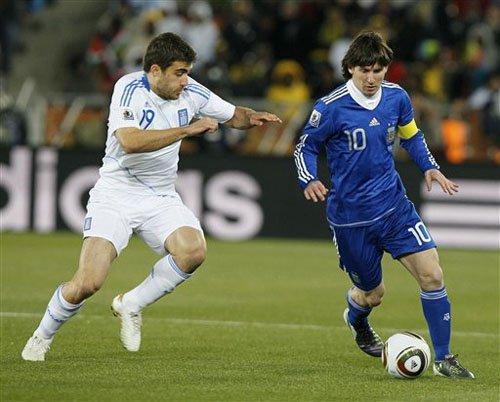 梅西首任阿根廷队长! 最年轻潘帕斯领袖出炉