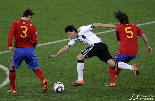 高洪波:西班牙胜在防守好 新冠军带来憧憬