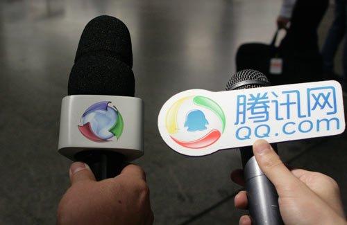 32强探营-腾讯记者成采访对象 机场遇山寨QQ